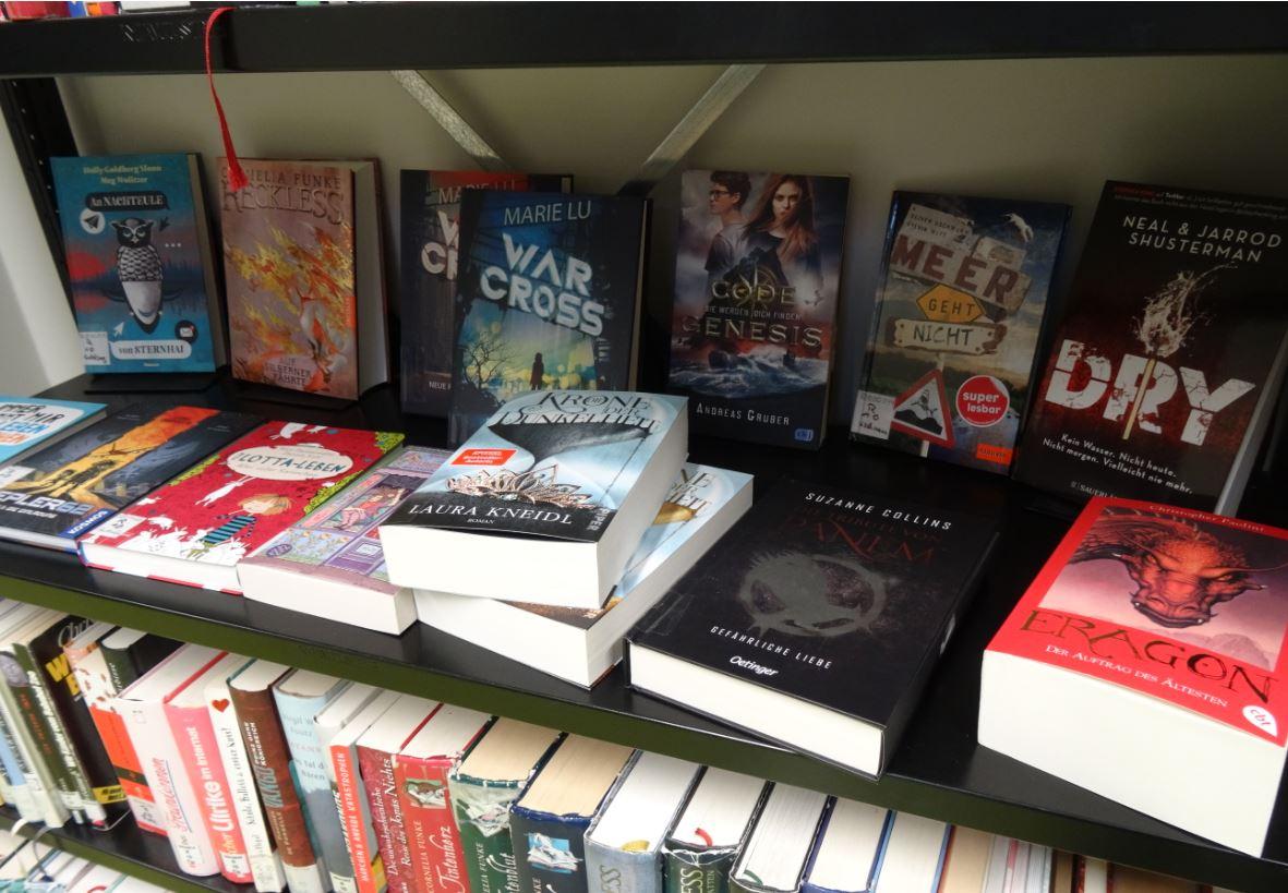Neue Bücher für die Schulbibliothek